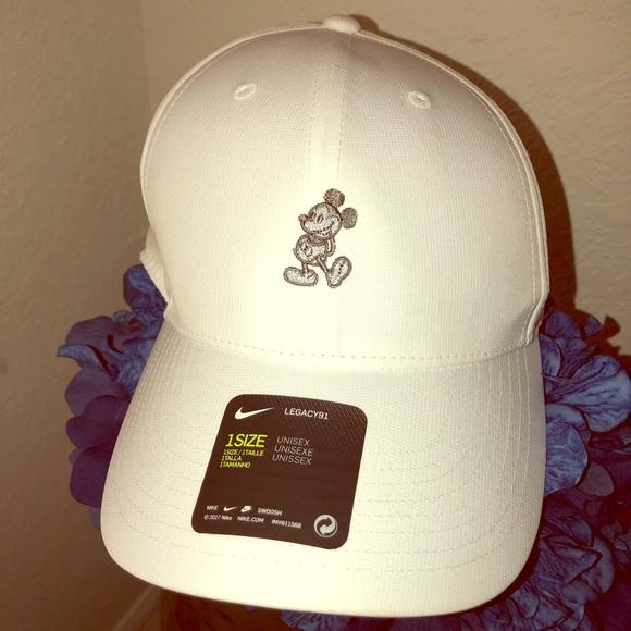 311cfcb06dc2b Special edition Nike Disney Parks Mickey cap 🧢